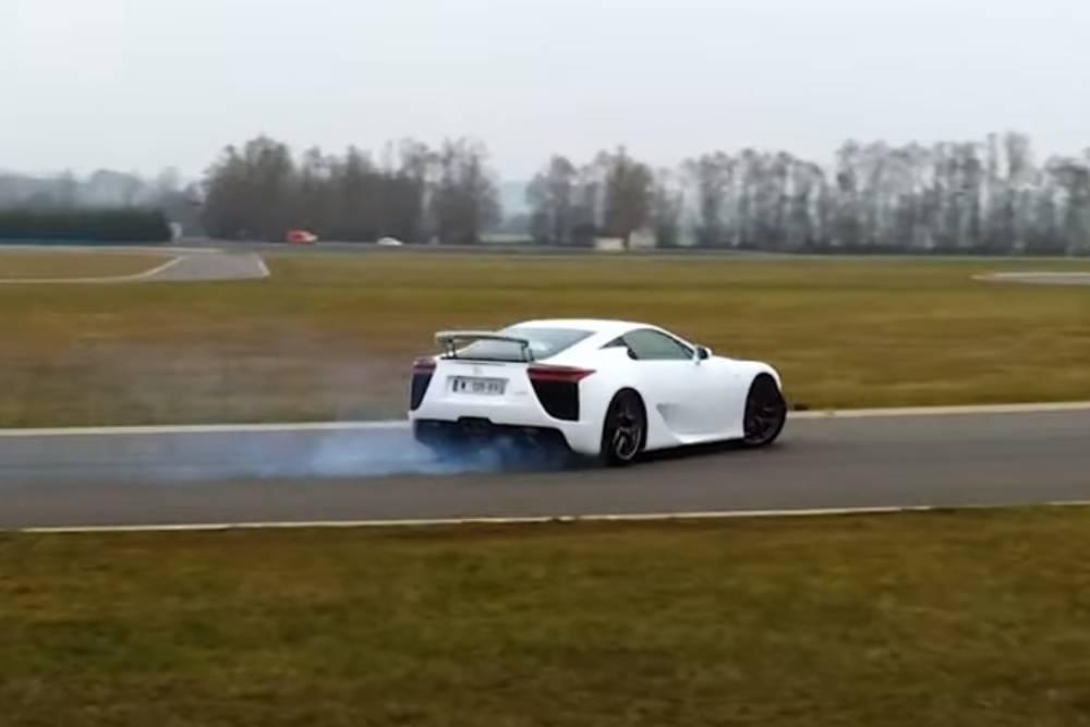 V10 έξαψη με Lexus LFA (+video)