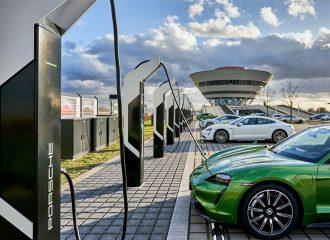 Η Porsche θέλει να «φάει» την Tesla!