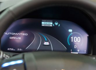 Αυτόνομη οδήγηση: Από ποια εταιρεία έχασε η Tesla;