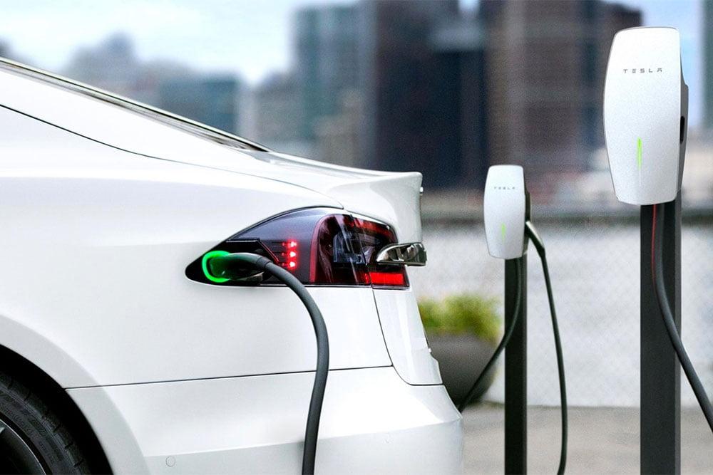 Tesla Model 3 κόλλησε 15 ώρες στο φορτιστή! (+video)