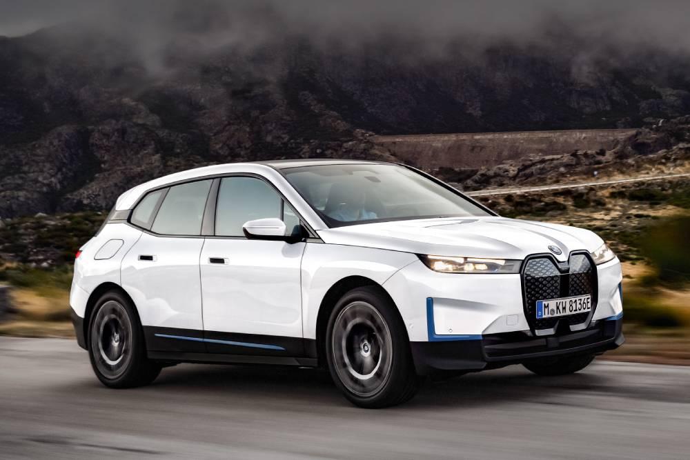 Τα χαρακτηριστικά των BMW iX xDrive40 και xDrive50