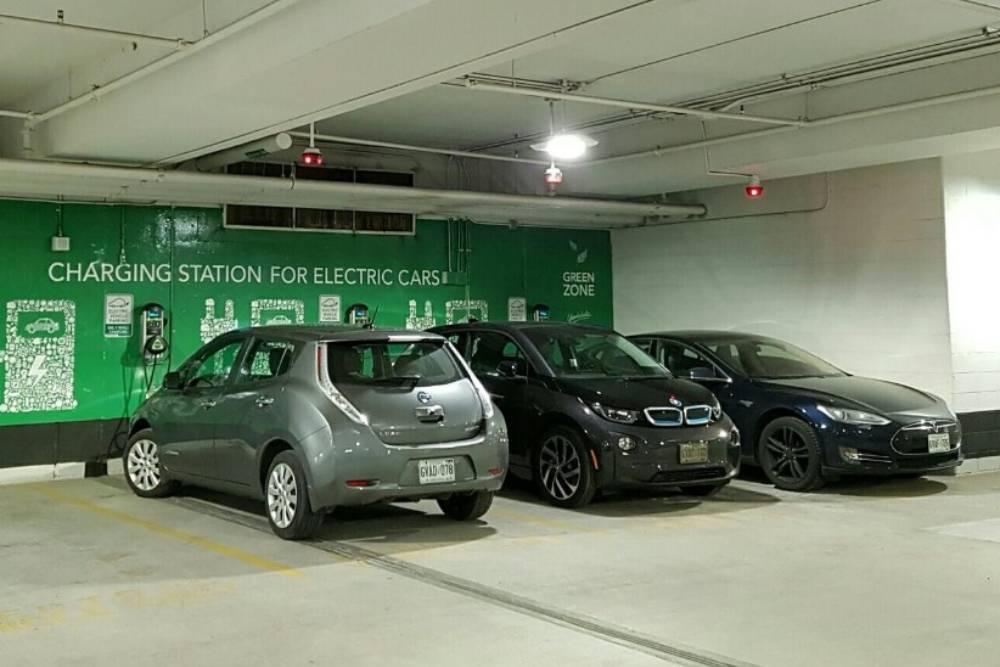 Ποια πόλη απαγόρευσε τα ηλεκτρικά από υπόγεια πάρκινγκ;