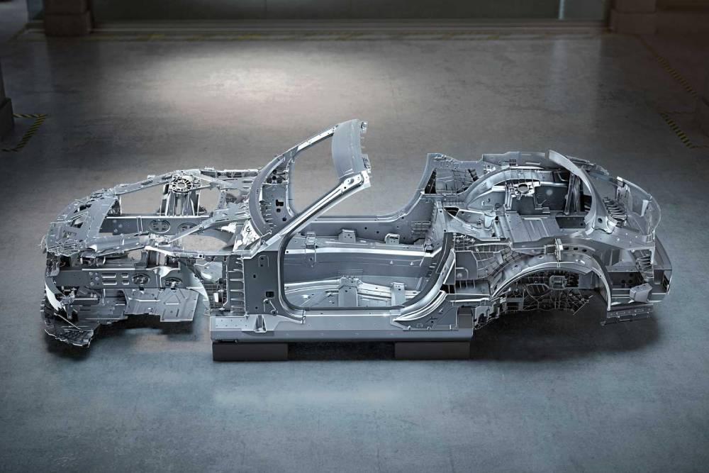 Η Mercedes αποκαλύπτει το σασί της νέας SL