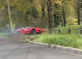 Ferrari 488 Pista μιας μέρας στο χαντάκι (+video)
