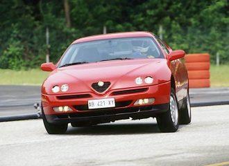 Τι έκρυβε το καπό των Alfa Romeo GTV και Spider;