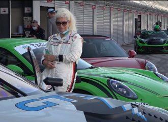 Γιαγιά πηγαίνει «τάπα» με 911 GT3 RS στη Μόντσα!
