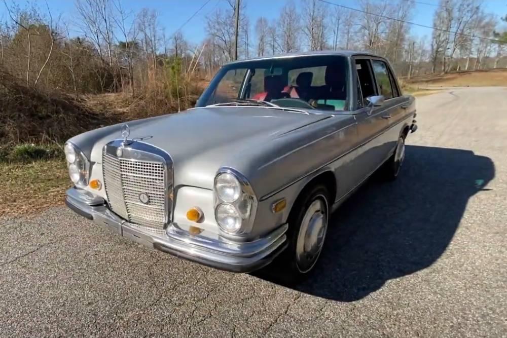 Mercedes 280 SE του '72 κρύβει Ιάπωνα (+video)