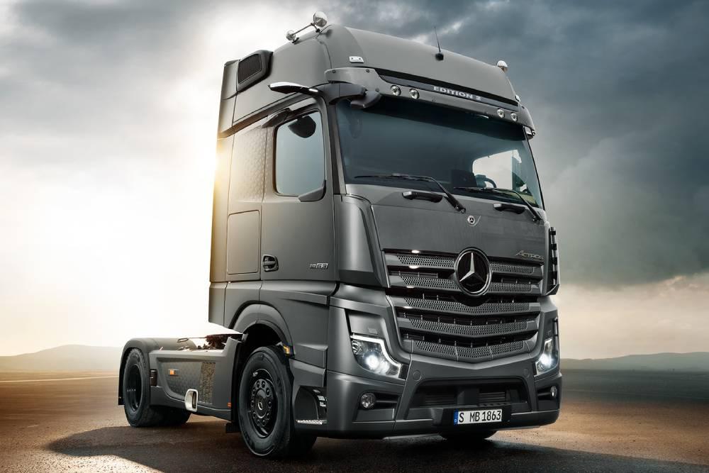 Η Mercedes παρουσιάζει το πιο επιβατικό Actros