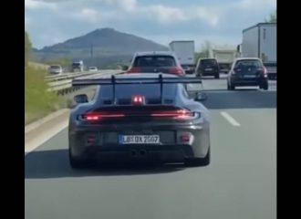 Η ενεργή αεροτομή της νέας 911 GT3 RS επί τω έργω