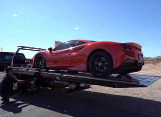 Νοικιάρα Ferrari F8 «πήρε σασί» με την πρώτη βόλτα