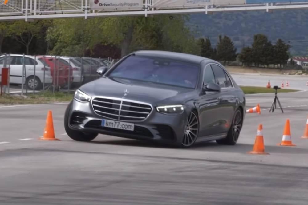 «Κυρία» η Mercedes S-Class στον τάρανδο (+video)