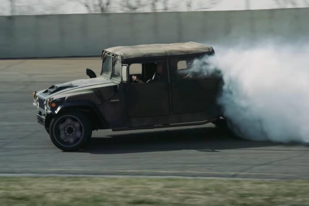 Πισωκίνητο Hummer 800 ίππων προκαλεί νέφος(+video)