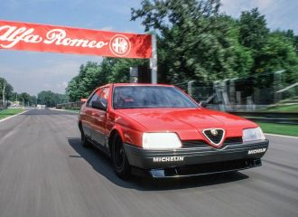 Γνωρίζετε την απαράμιλλη Alfa Romeo 164 3.5 V10;
