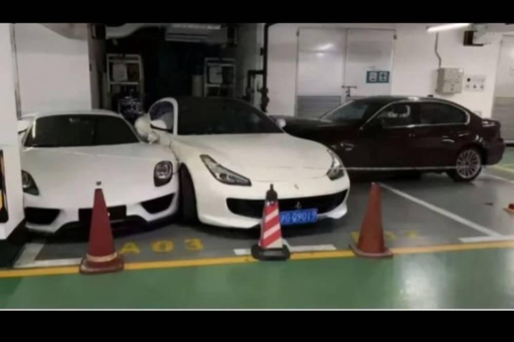 Συζυγικό καβγαδάκι έκανε σάντουιτς Porsche και Ferrari!