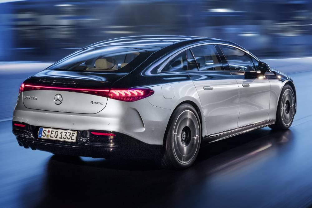 Τετραδιεύθυνση με συνδρομή η Mercedes EQS