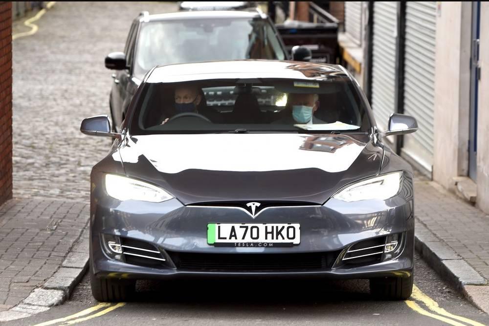 Πωλείται το πριγκιπικό Tesla Model S