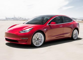 Μηδένισε το κοντέρ της Tesla στην Ελλάδα