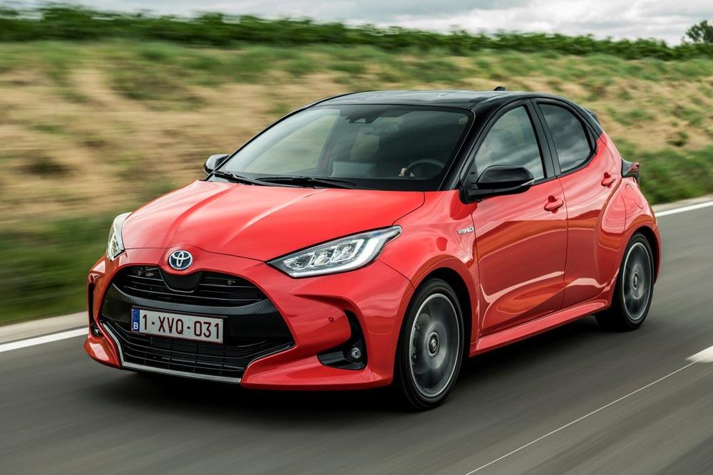 Το νέο Toyota Yaris Hybrid «κερνάει» βενζίνη