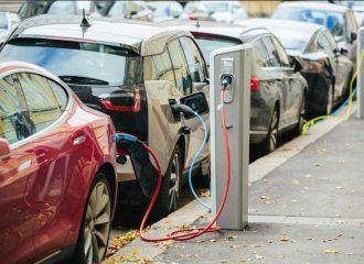 Deutsche Bank: «Θα μας φαλιρίσουν τα ηλεκτρικά!»