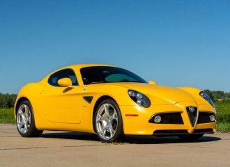 Προκλητική Alfa Romeo 8C ομορφαίνει τον κόσμο