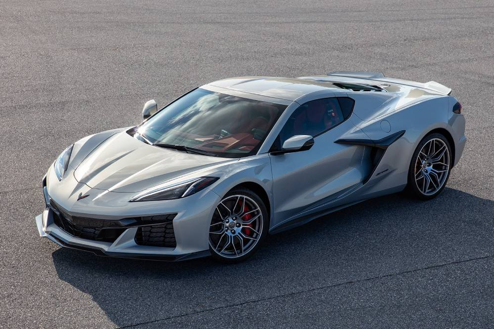 Η νέα Corvette Z06 πέταξε το καμουφλάζ