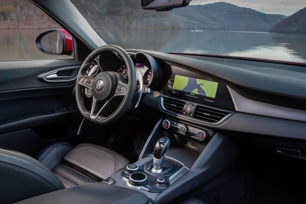 Alfa Romeo: «Όσο λιγότερες οθόνες γίνεται στο μέλλον»