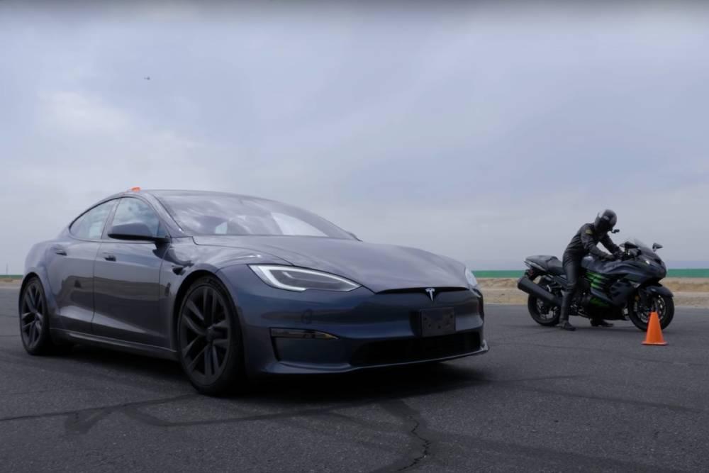 Tesla Model S «τσακίζει» Hayabusa και Ninja (+video)