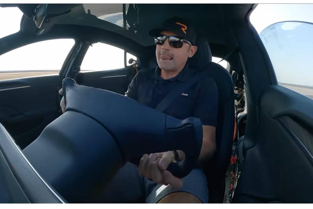 Πώς είναι να ντριφτάρεις με μισό τιμόνι; (+video)