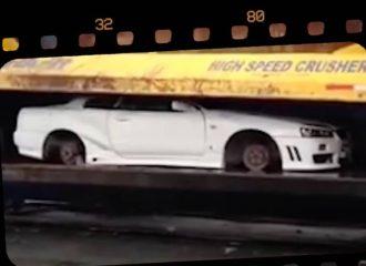 Στην πρέσα κατασχεμένα Nissan Skyline R34 (+video)